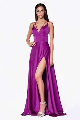 16e767bb Luce a la perfección en este vestido largo de doble correa con una línea de  corte ...